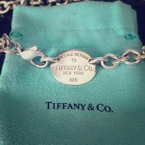 Return to Tiffany & Co. Silver Oval Tag Necklace